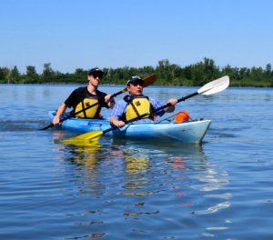 Personnes faisant du Kayak